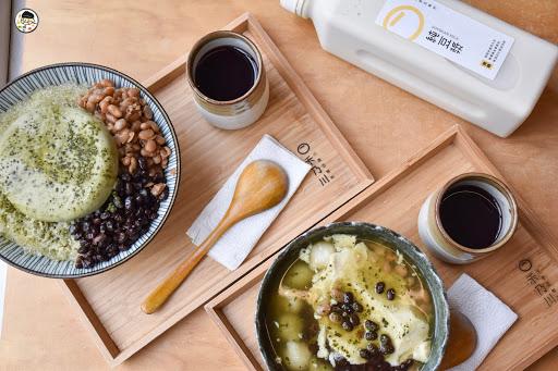 . 📍禾乃川 在三峽老街很有名的豆製品複合式聚落(?),由以前的老醫院轉型,在這邊現場做豆皮、豆腐、豆漿之類的很多豆製商品,不但可以參觀還可以直接在旁邊內用他們的新鮮產品,看得見的健康吃起來最安心�