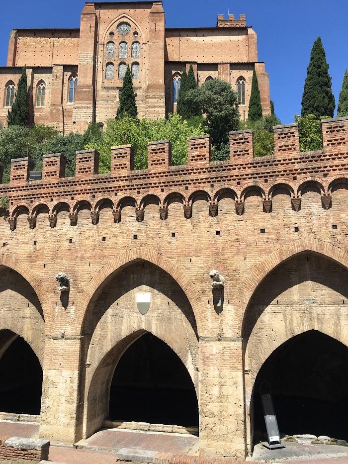 Fontebranda fountain and Basilica di San Domenico