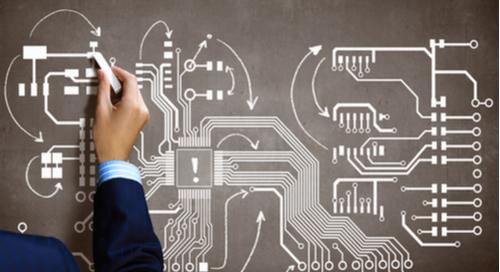Ser humano y dibujo de circuito impreso