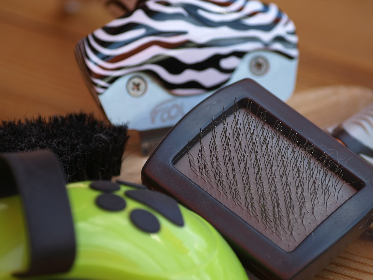 What's the best dog hair brush for short, medium, or long curly hair? Which brush is best for dogs with sensitive skin?