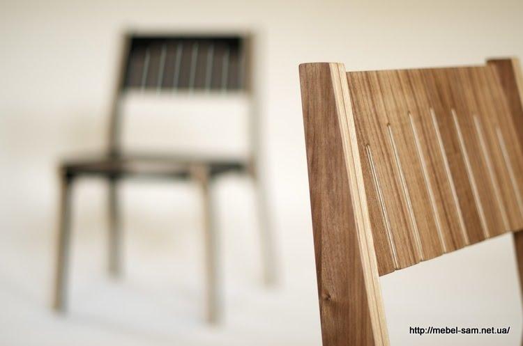 Стул имеет мягкую спинку и сиденье благодаря пропилам в фанере