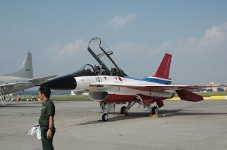 Photo: 複座のF16と思いきや、航空自衛隊のF2だそうです。http://www.mod.go.jp/asdf/equipment/01_f2.html