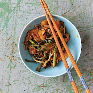 Chao Nian Gao (Shanghai Stir-Fried Rice Cakes)
