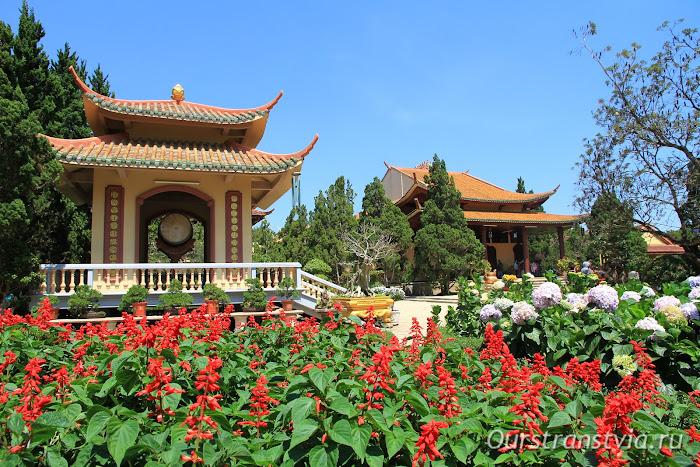 Храм Чук Лам в Далате, Вьетнам