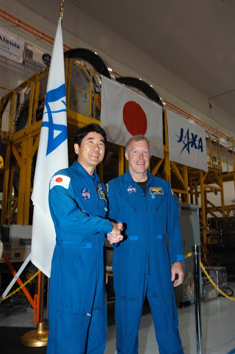 Officials welcome the arrival of the Japanese Experiment Module