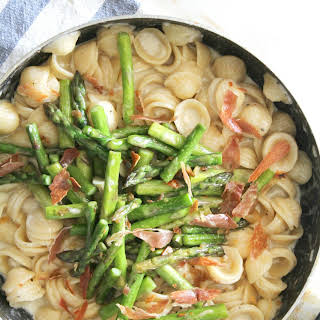 CREAMY ORECCHIETTE WITH ASPARAGUS AND PROSCIUTTO.
