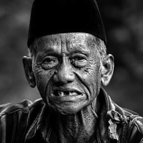 Smile ^_^ by Caraka Pamungkas - People Portraits of Men