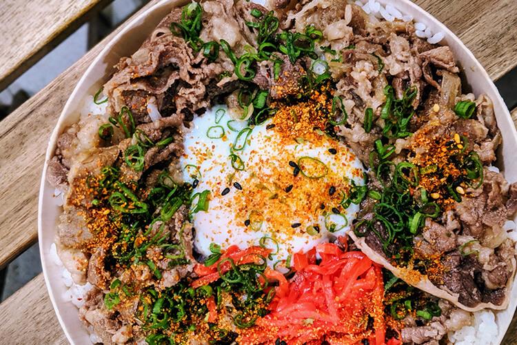 當然,牛五花也是很適合做多樣日常料理的常備肉品。小編最常做的是丼飯,你呢?