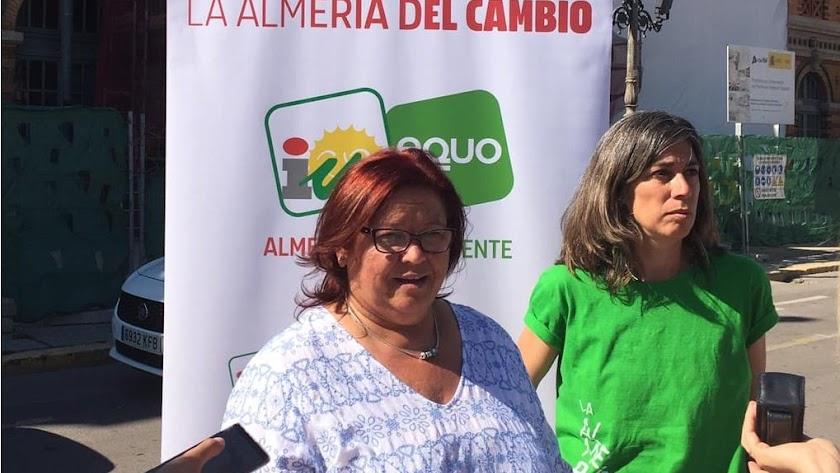 Amalia Román y Carolina García, candidatas de IU.
