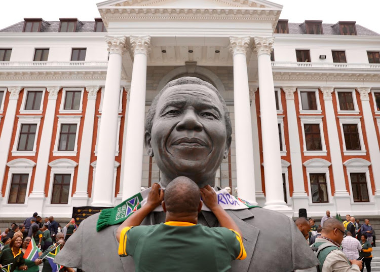 Thousands of Springbok fans, including MPs and parliamentary staff, gathered at parliament to show their support for the winning rugby team.