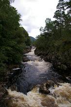 Photo: Nach ein paar starken Regentagen zeigt sich der Wasserfoll braun durch Schlemme und aufgefuehlten Wasser.