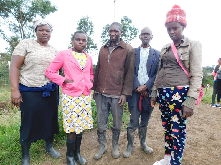 Zipporah Njeri (second left) with some residents at Malewa River on Saturday