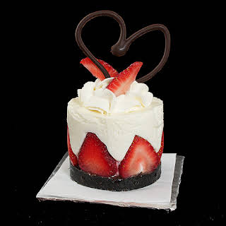 Torta di Fragole e Crema Soffice di Yogurt – Yogurt Mousse Cake with Strawberries.