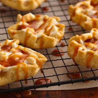 Caramel Apple-Marshmallow Tarts