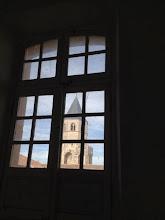 Photo: Vue clocher abbatiale depuis espace accueil