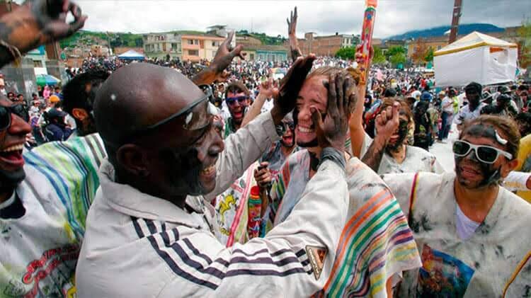 Paquetes Turísticos Carnaval de Negros y Blancos
