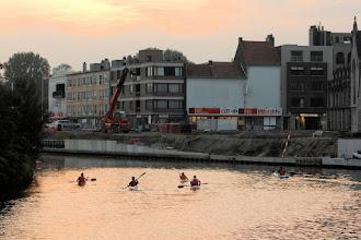 Photo: de aanlegkade met wandelpad zal hopelijk heel wat watersporters aantrekken...