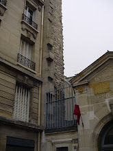 Photo: Here, a bit of the Wall can be seen above a schoolyard at 10 Rue des Hospitalieres-St Gervais.