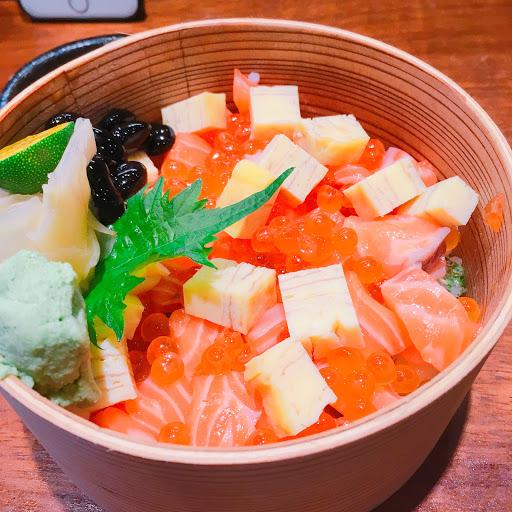 ❤️味增湯有點鹹但真的很好喝,鮭魚親子丼的醋飯好好吃💁🏻