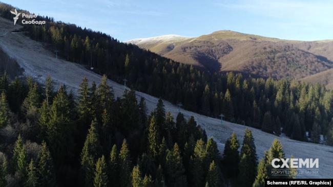 Цей гірський масив розтягнувся кілометрів на 50