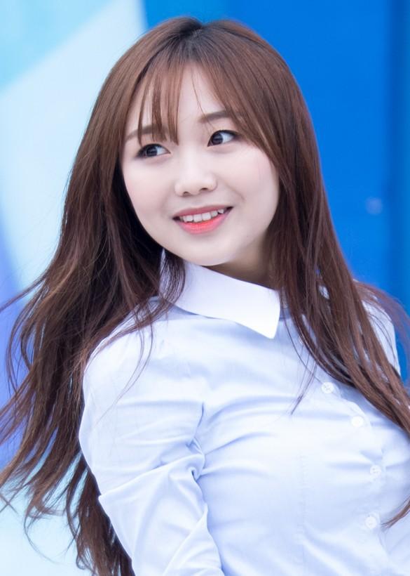 Ryu_Soojung_at_1won_1m_charity_concert,_30_May_2015_02