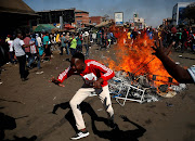 Supporters of the opposition Movement for Democratic Change party (MDC) of Nelson Chamisa react as they block a street in Harare, Zimbabwe, August 1, 2018.