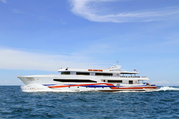 Travel from Koh Phangan to Phuket by Laemsor Ferry and coach