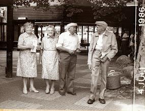 Photo: Bezoek dierentuin Emmen 1986 Rieks en Jantje Oosting en Hendrik en Zwaantje Hollander