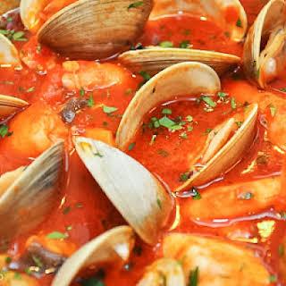 Zuppa di pesce alla napoletana (Neapolitan-Style Fish Stew).