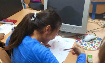 Photo: Terminado los últimos detalles del autorretrato para comenzar con la Segunda tarea. Esta vez en el aula de informática