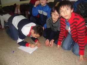 Photo: Los chicos de poscomunión haciendo su decálogo