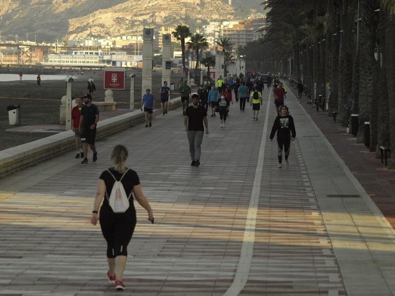 Empezaba a salir el sol en Almería...