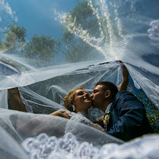 Wedding photographer Mikhail Zykov (22-19). Photo of 12.08.2017