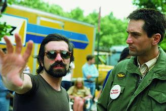 """Photo: Martin Scorsese e Robert De Niro no set de """"taxi Driver"""".  http://filmesclassicos.podbean.com"""