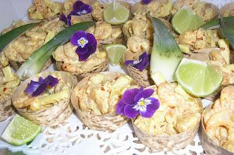 Photo: crevettes à l' ananas en barquette palmier