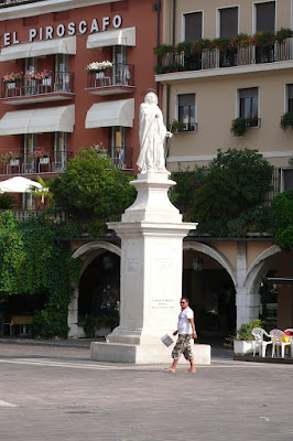 Piazza e monumento a S. Angela Merici di Lucky2013
