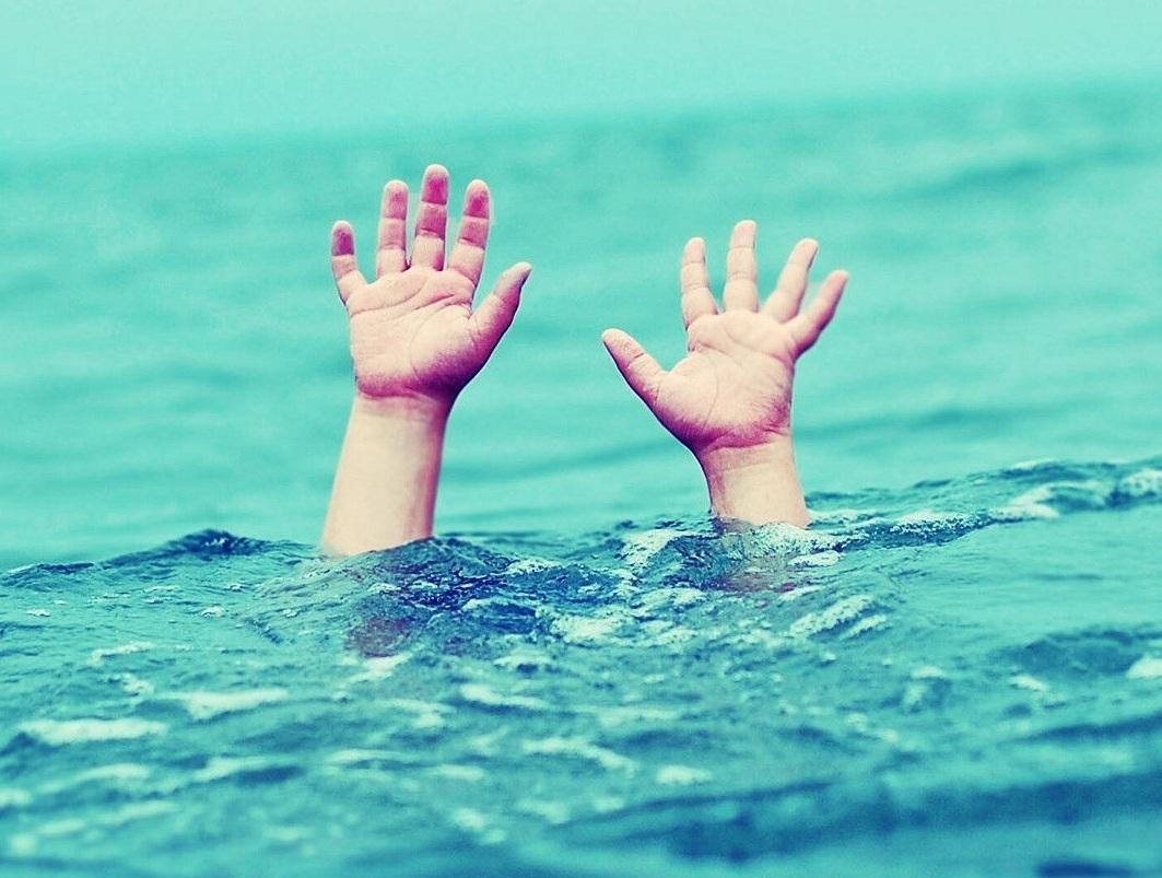 Kết quả hình ảnh cho hình ảnh cứu người đuối nước