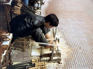 Photo: Marrakesch (Marocco) - Ragazzo che lavora il legno / Boy planing wood