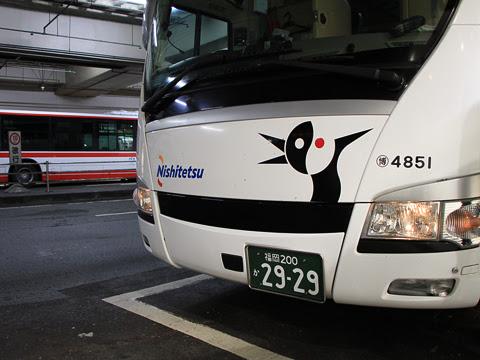 西鉄「どんたく号」 4851 博多バスターミナル到着