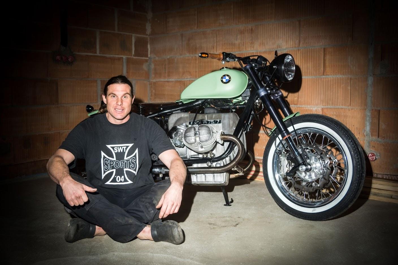Tuner Manuel Schad mit dem BMW Boxer Motorrad Bobber Umbau