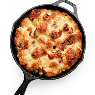 Apple, Sausage, and Cheddar Monkey Bread
