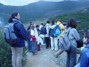 Photo: Parada para el análisis del paisaje (senda del Cancho de los Muertos)