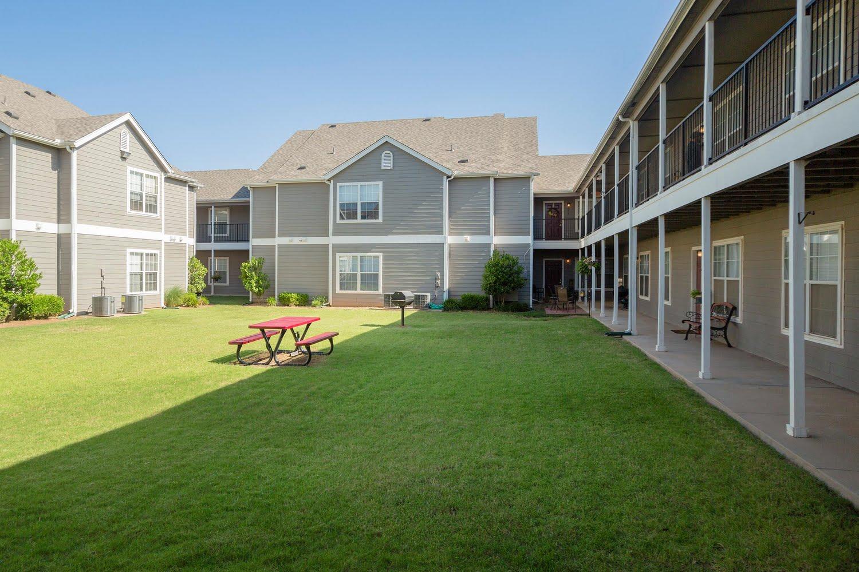 Savannah House Of Yukon Apartments In Yukon Oklahoma