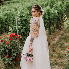 Wedding photographer Eszter Semsei (EszterSemsei). Photo of 18.09.2017