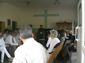 Photo: Hálaadó istentiszteleten az Emmausban.