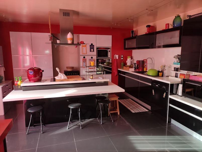 Vente maison 7 pièces 164 m² à Bressuire (79300), 180 000 €