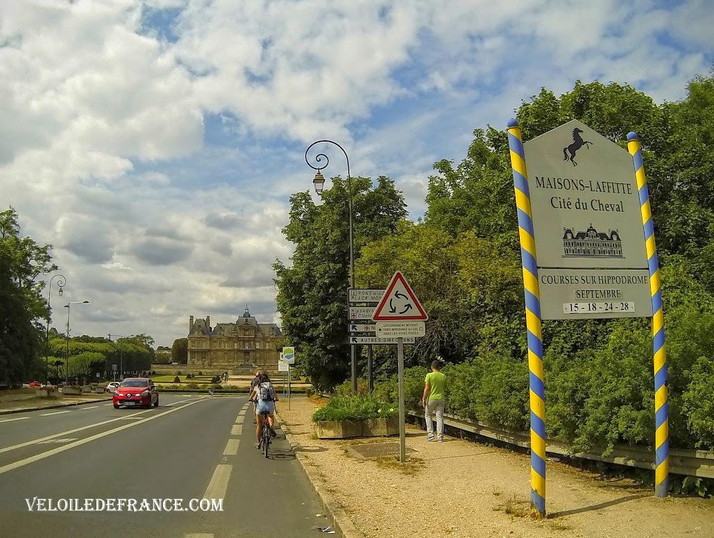 Le Château de Maisons-Laffitte - Paris Londres à vélo par veloiledefrance.com