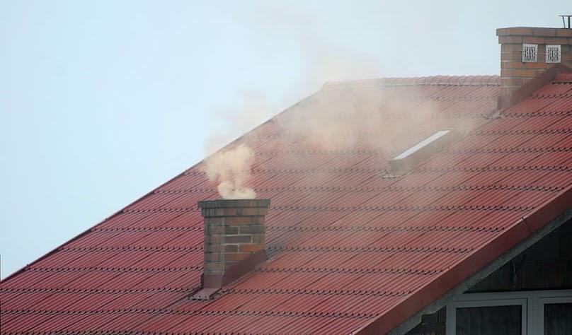 Utrzymujący się smog jest zagrożeniem dla zdrowia człowieka.