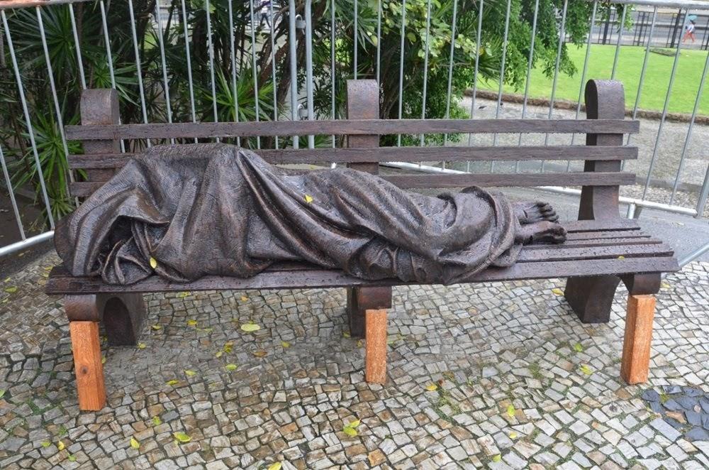 Jesus sem-teto, a estátua polêmica dos mendigos