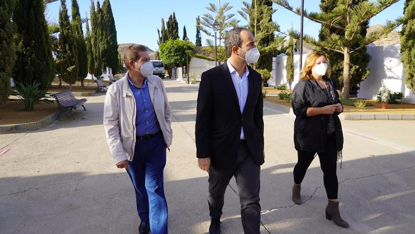 Autoridades en el Camposanto.
